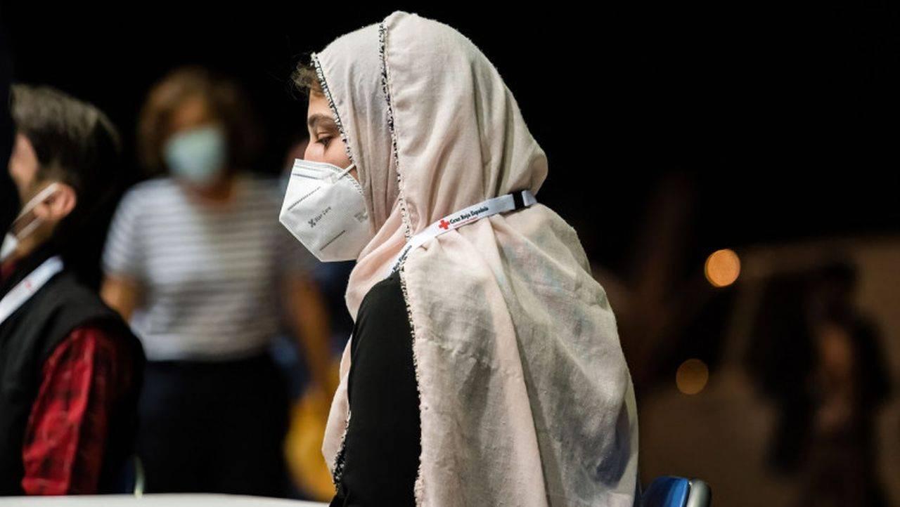 Afganistan. Femeile care lucrau în sistemul sanitar au fost chemate de talibani înapoi la muncă