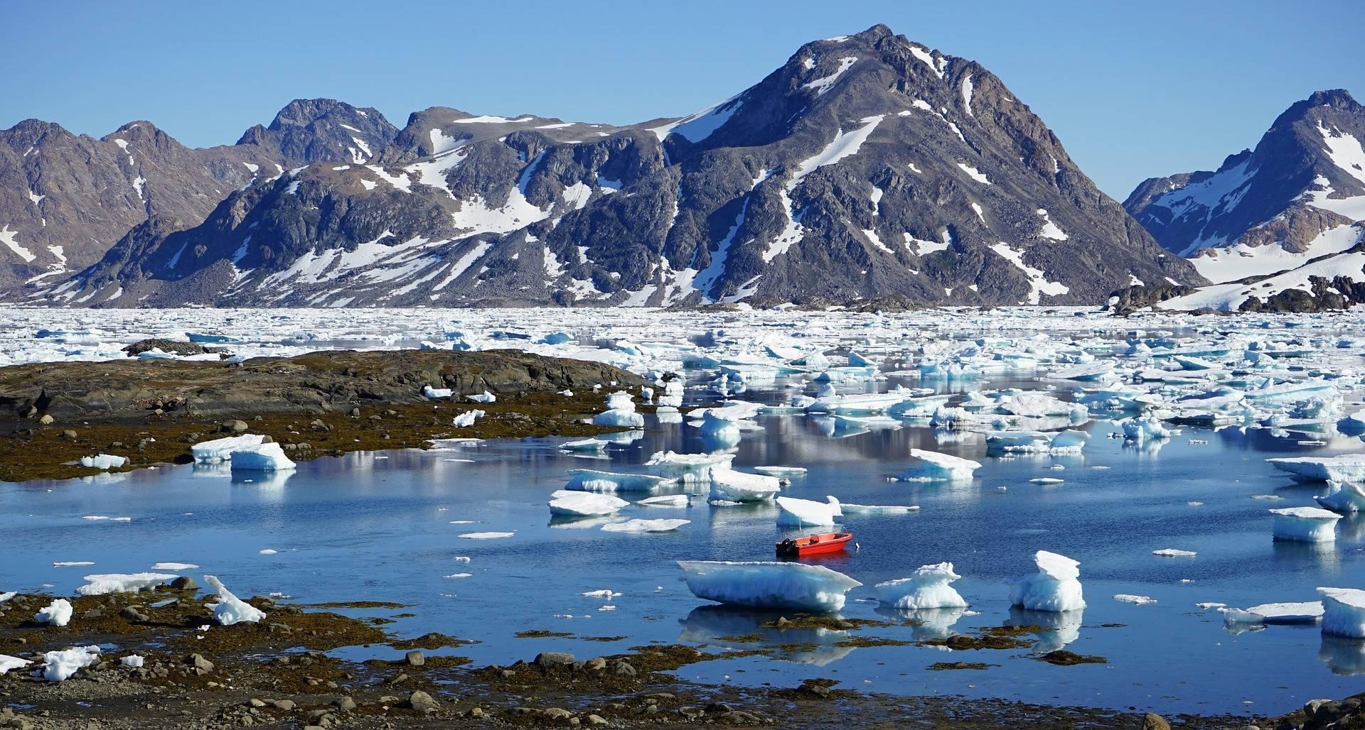 Cercetătorii nu erau pregătiți. În Groenlanda a plouat pe vârfurile ghețarilor pentru prima dată în istorie