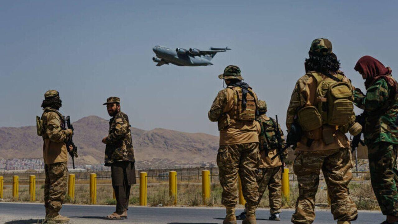 Atac cu rachete pe aeroportul din Kabul! SUA nu renunță la evacuări