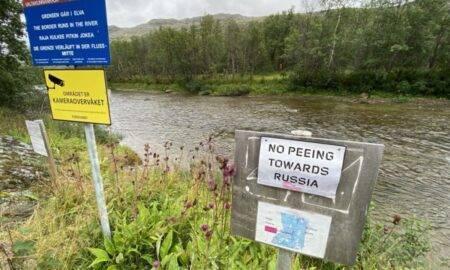 Un panou de la granița Norvegiei a stârnit mii de reacții. Cetățenii nu au voie să urineze în direcția Rusiei