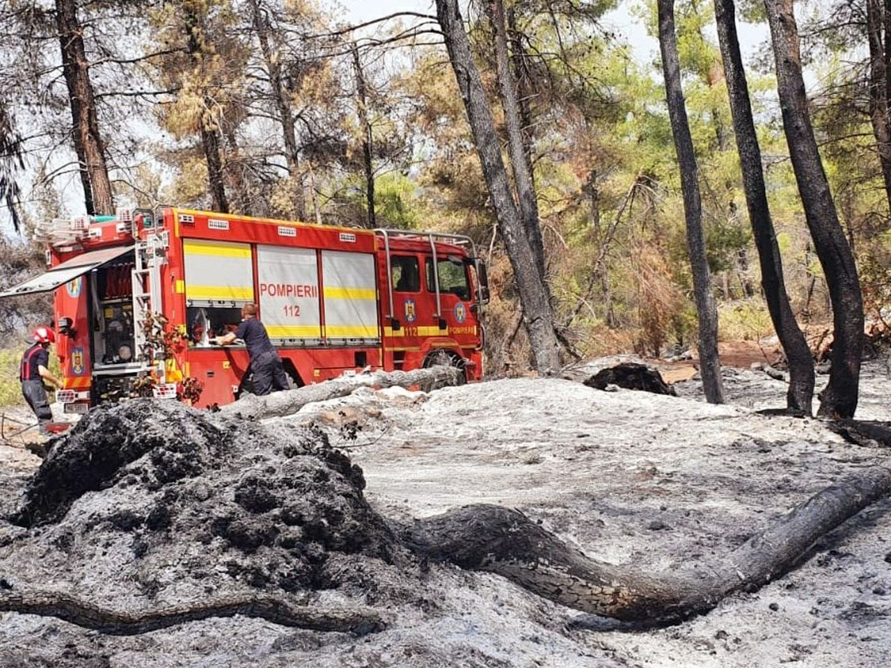 O nouă zi, o nouă intervenție masivă a pompierilor români aflați în Grecia