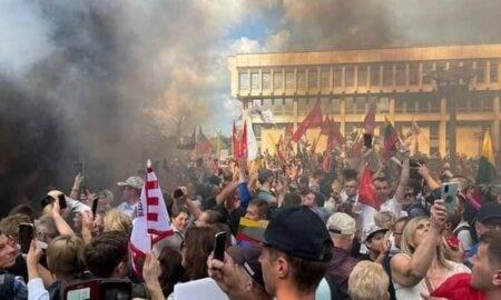 Proteste masive, din cauza măsurilor sanitare. Zeci de oameni au ajuns în arest