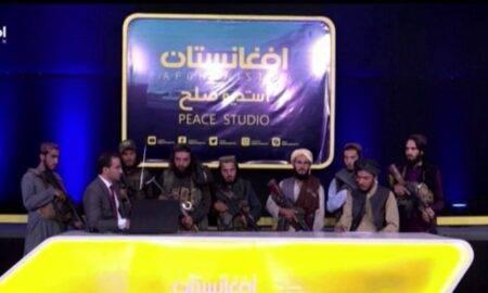 Video. Talibanii au intrat peste un prezentator TV! Acesta a fost obligat să le transmită mesajele