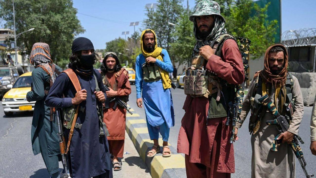 Talibanii au permis reluarea orelor în școlile secundare. Doar băieții au voie să meargă. Mesajul transmis de UNICEF