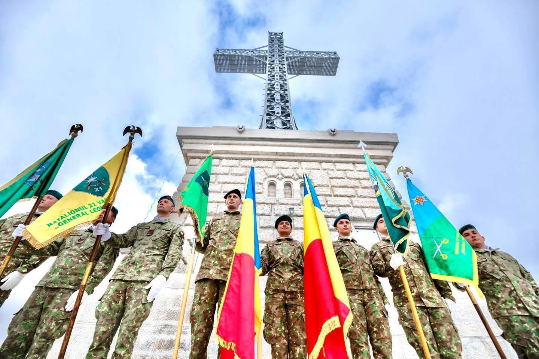 Restaurarea Crucii Caraiman a luat sfârșit! MApN a organizat un ceremonial la cel mai spectaculos monument din țară