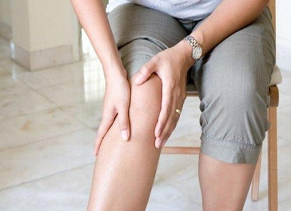 Durerile de genunchi persistente ascund afecțiuni grave. Semnele care îți arată că trebuie să mergi la medic