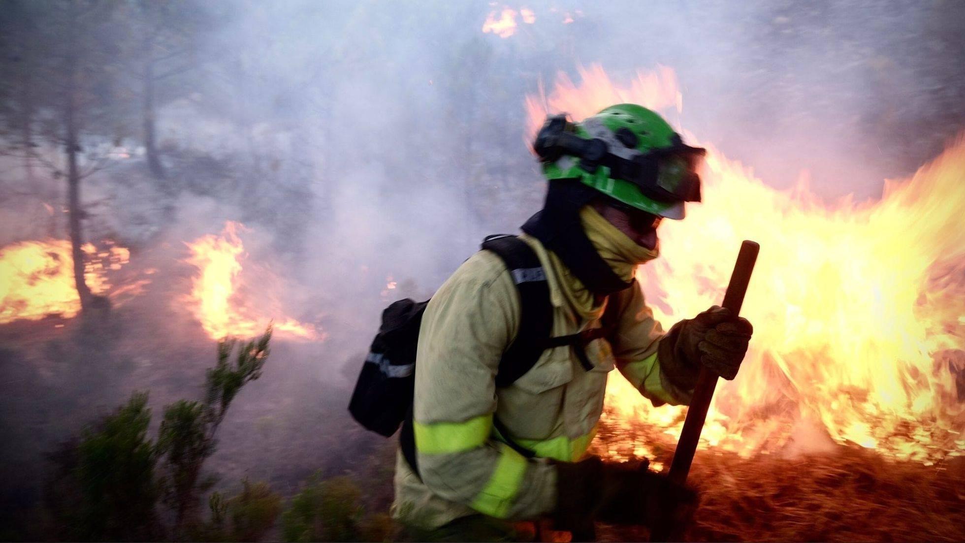 """Focul continuă să facă ravagii în Spania. Pompierii se luptă cu ,,cel mai complicat incendiu din ultimii ani"""""""