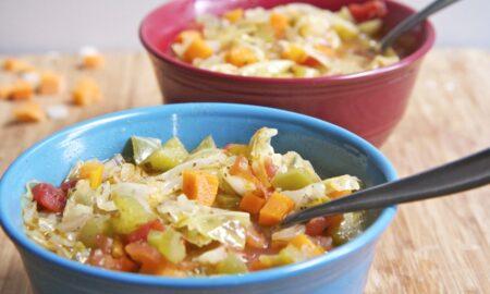 Dieta cu supă de varză de 7 zile, perfectă pentru zilele reci de toamnă