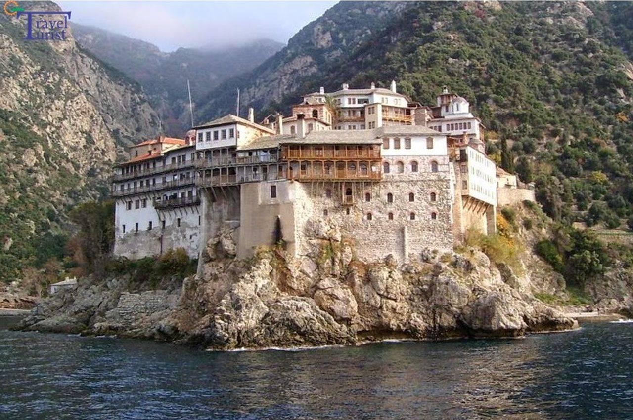 Muntele Athos, grav afectat de pandemie! Peste 1000 de călugări s-au îmbolnăvit și 8 au murit
