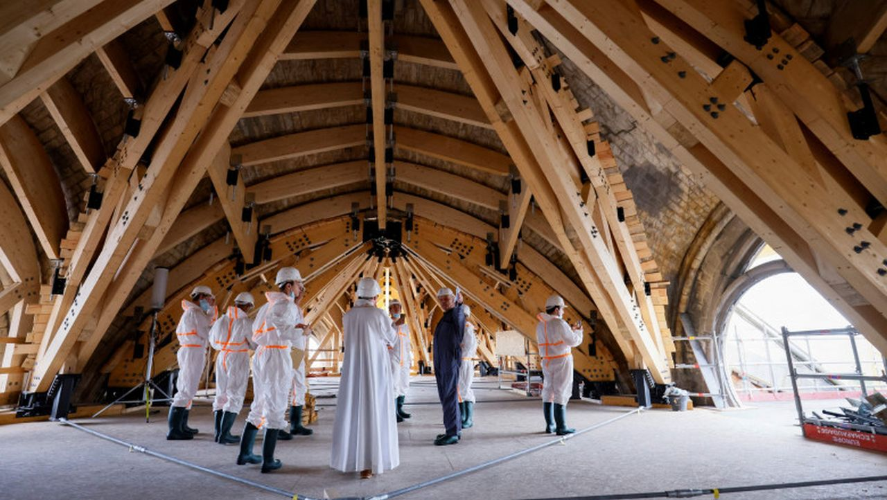 Catedrala Notre-Dame intră în restaurare, la doi ani și jumătate după ce a fost mistuită de un incendiu
