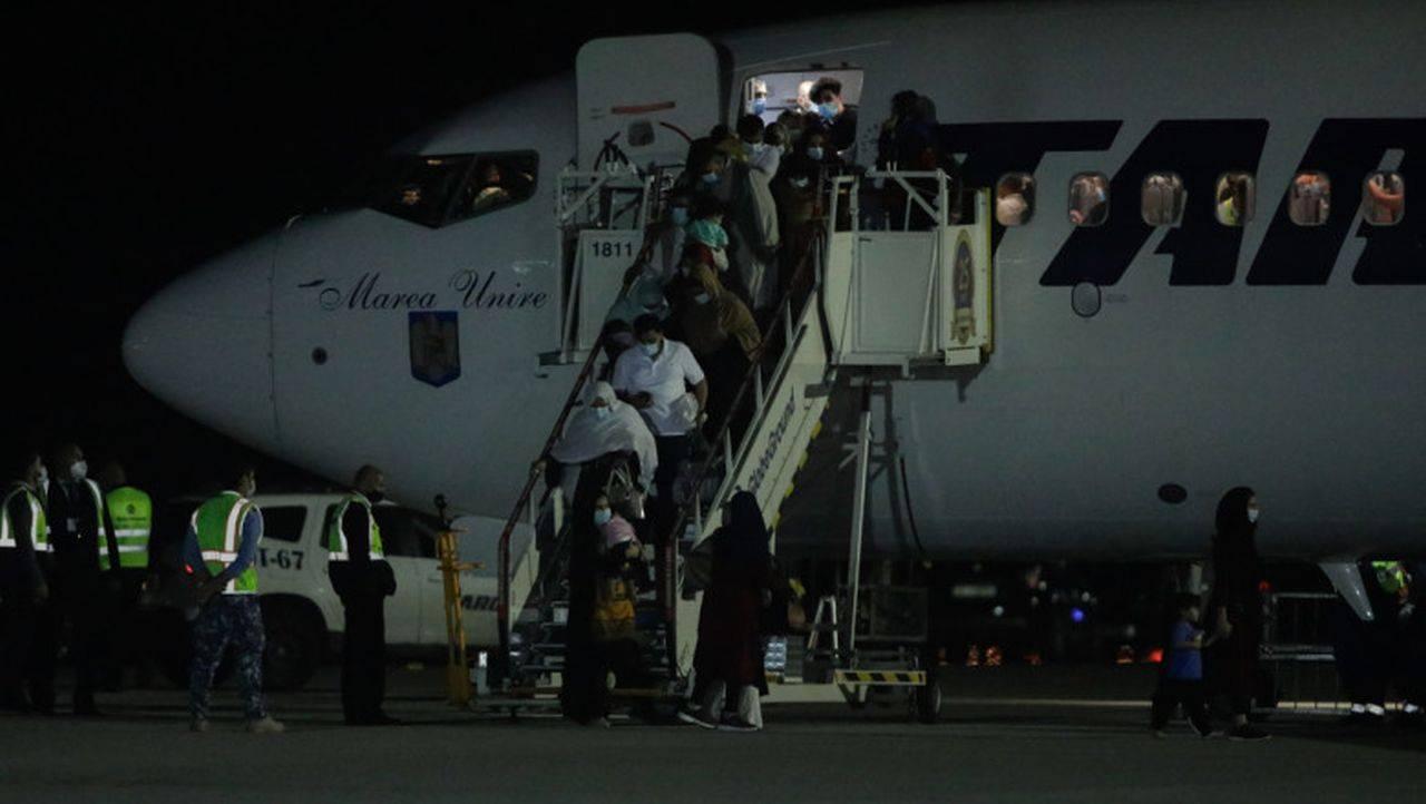 România a reușit să aducă la București afganii evacuați