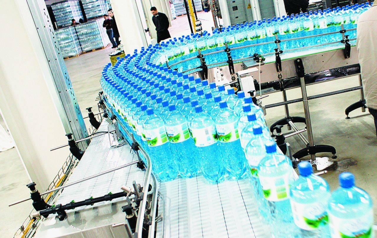 Și apa îmbuteliată se va scumpi în România! Președintele APIA anunță creșteri masive