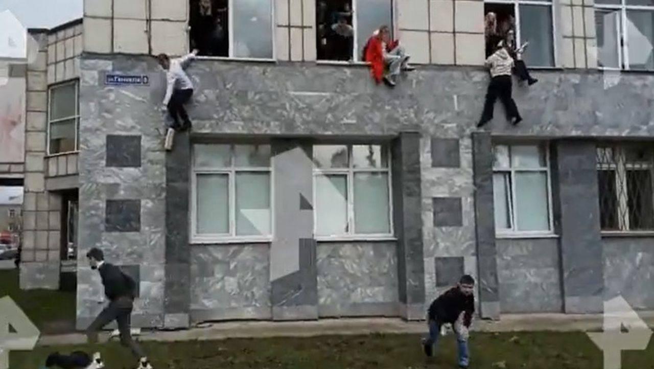 O universitate din Rusia a fost atacată! Mai mulți studenți au sărit pe geam, pentru a scăpa cu viață