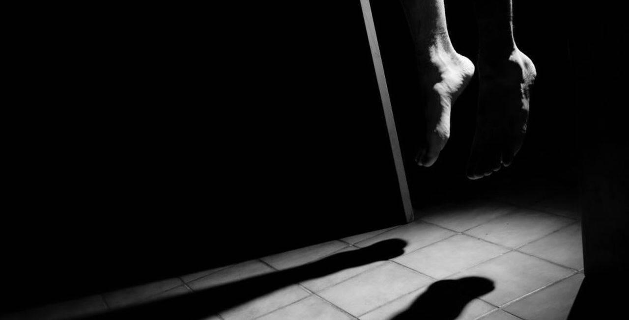 Înainte să se sinucidă, un bărbat din Suceava a lăsat un bilet de adio extrem de bizar