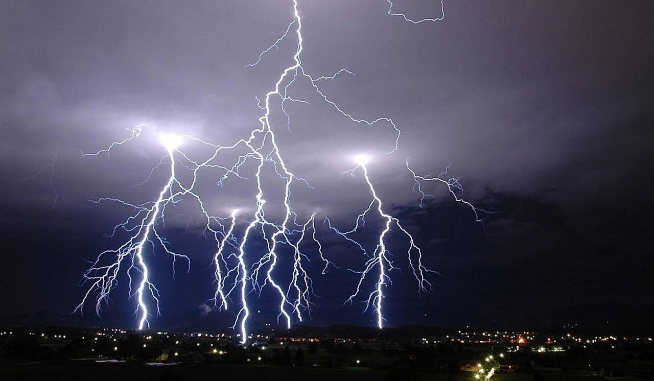 Alertă ANM! Cod galben de ploi și descărcări electrice, în mai multe județe din România