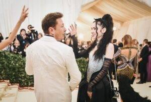 """Elon Musk anunță oficial că el și iubita sa, artista Grimes, sunt """"semi-separați"""". Care sunt motivele acestei decizii"""