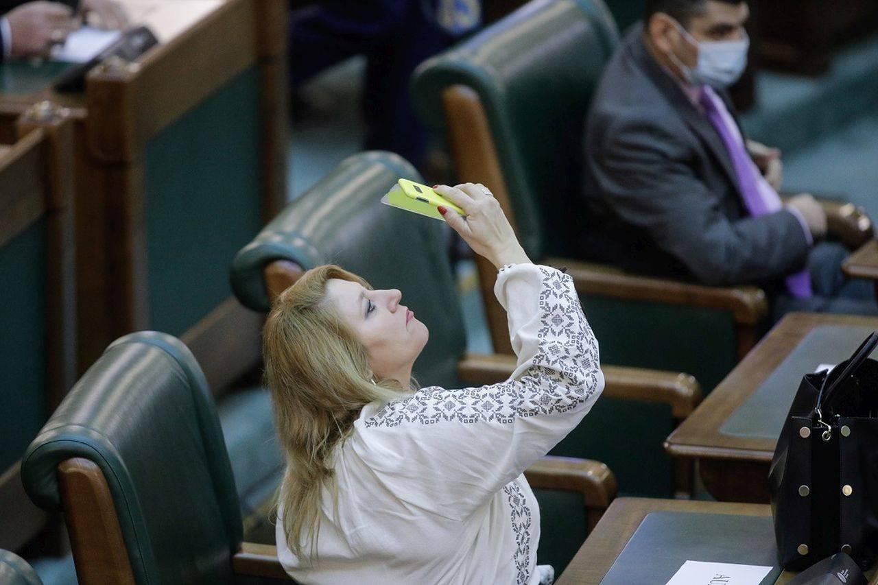 Șoșoacă, în filmul rușinii! You Tube a închis contul Senatului Românieidin cauza fostei senatoare