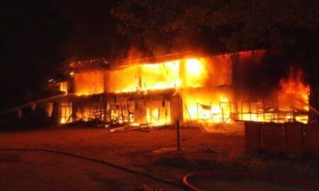 "Incendiu devastator la Liceul Pedagogic ""Traian Doda""! Doi oameni au fost grav răniți"
