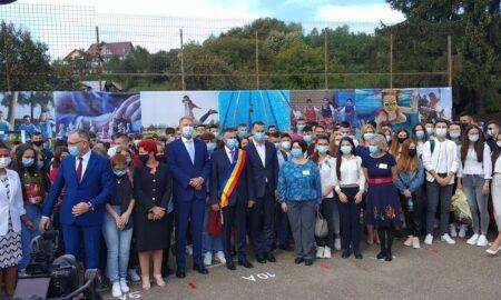 """Klaus Iohannis: ,,Menținerea școlilor deschise cu prezență fizică depinde de responsabilitatea fiecăruia dintre noi"""""""