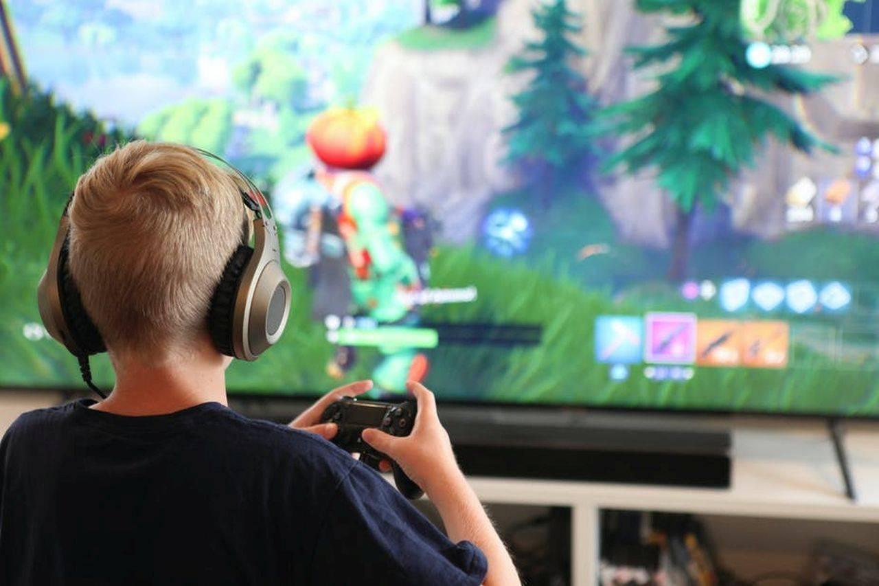 Din cauza dependenței de jocul Fortnite, un adolescent a stat două luni internat în spital