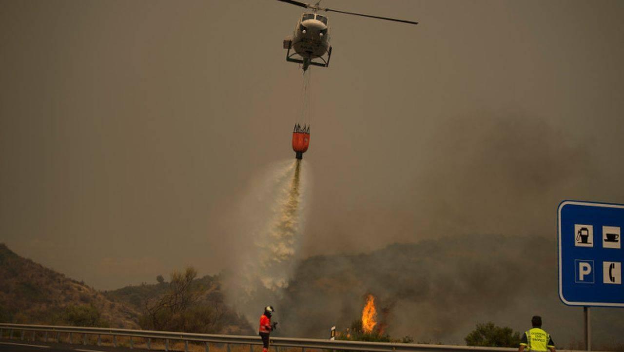 Incendiu de proporții în Malaga! Pompierii au pierdut controlul dezastrului