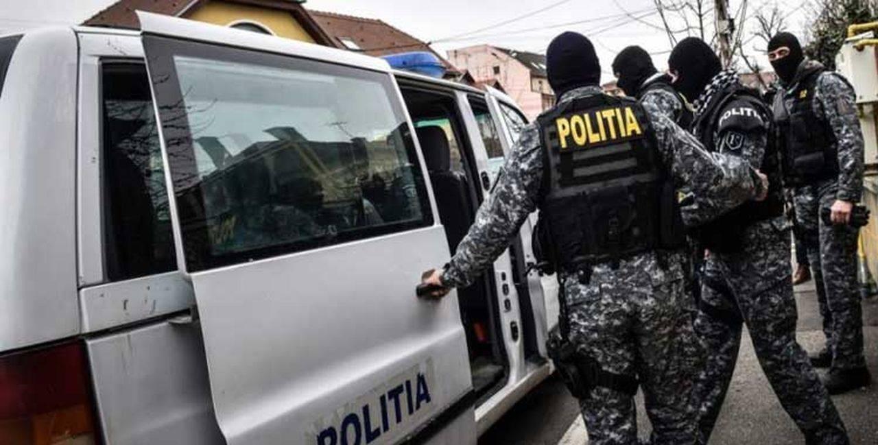 Ample percheziții în Brașov! Zeci de brașoveni erau răpiți și exploatați
