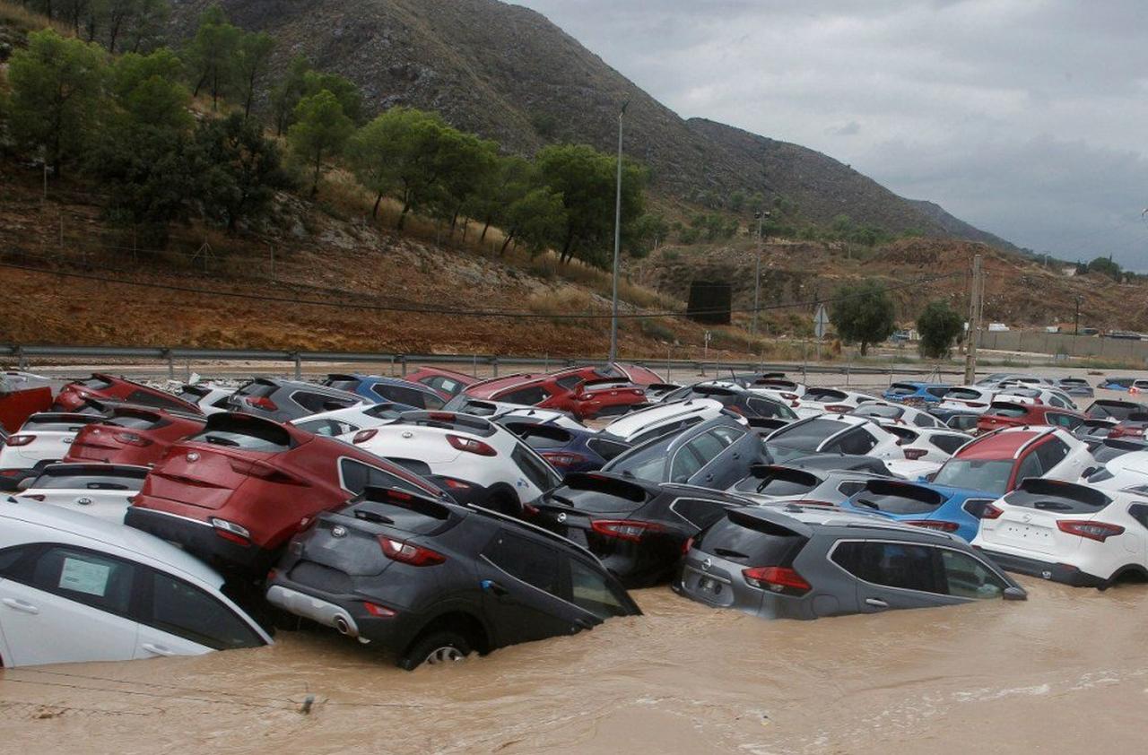 Spania este grav afectată de ploi! În doar câteva ore, apele au distrus totul în calea lor
