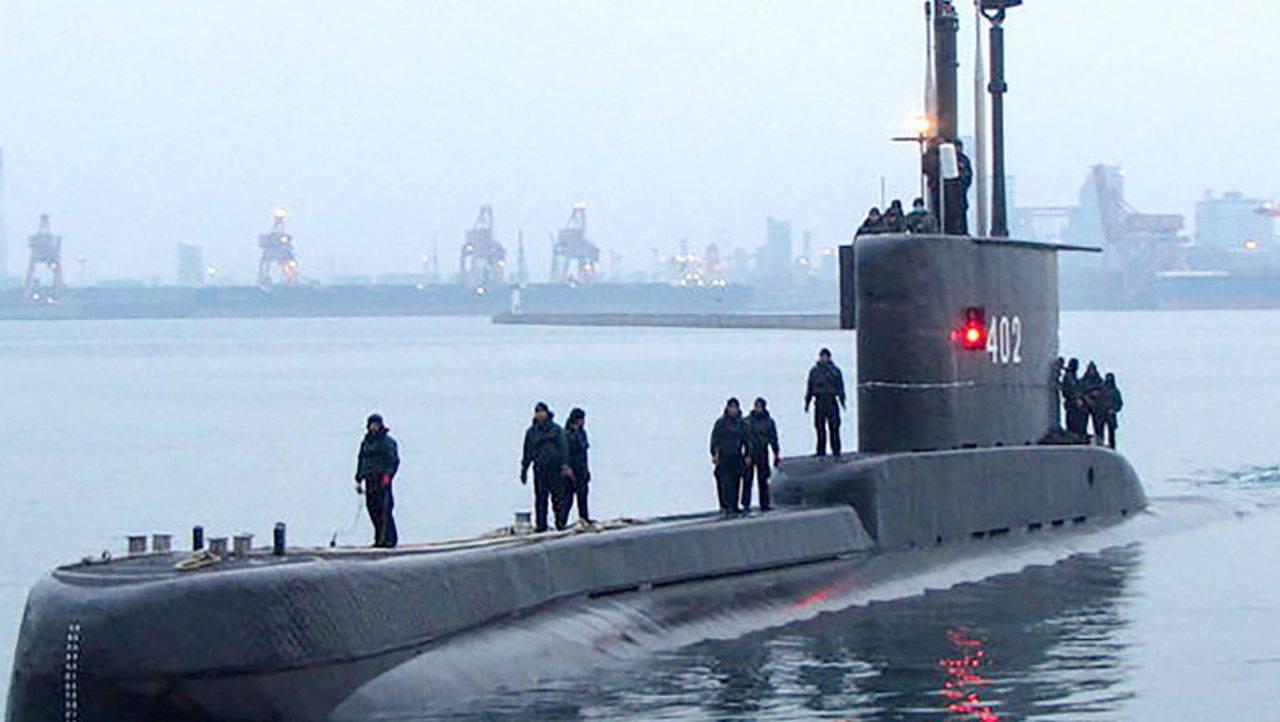 Un submarin cu 1,8 tone de cocaină la bord a fost oprit la timp de Forțele Navale
