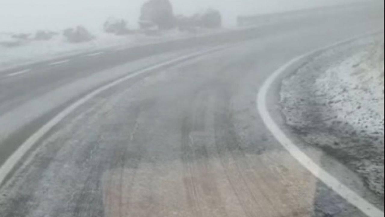 A nins în România! Imagini cu prima zăpadă, pe Transfăgărășan