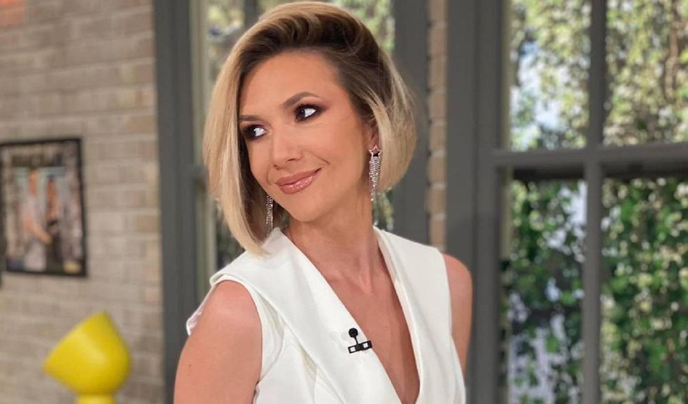 Adela Popescu împlinește astăzi frumoasa vârstă de 35 de ani. Detalii despre viața artistei pe care sigur nu le știai