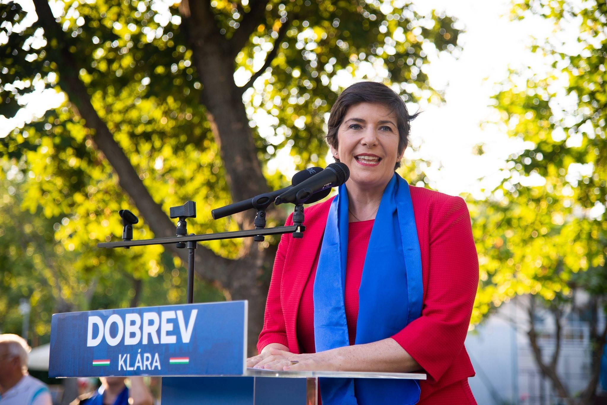 """Cine este Klára Dobrev? Femeia cu care s-ar putea ,,duela"""" Viktor Orban pentru funcția de premier a Ungariei"""