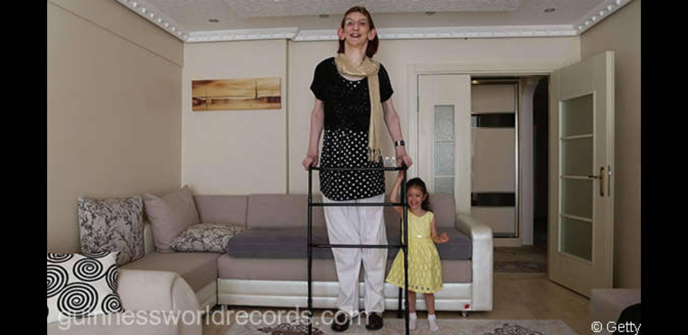Guinness World Records a identificat cea mai înaltă femeie din lume! Iată cum arată cea care are peste 2 metri