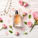 Top 5 parfumuri florale care să-ți amintească de vară și zilele însorite pe care trebuie să le încerci