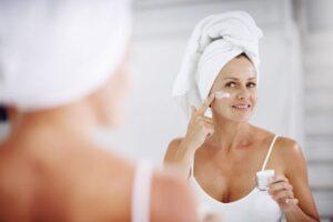 Top 5 produse antirid pe care dermatologii le recomandă. Ajută-ți tenul să rămână mereu tânăr