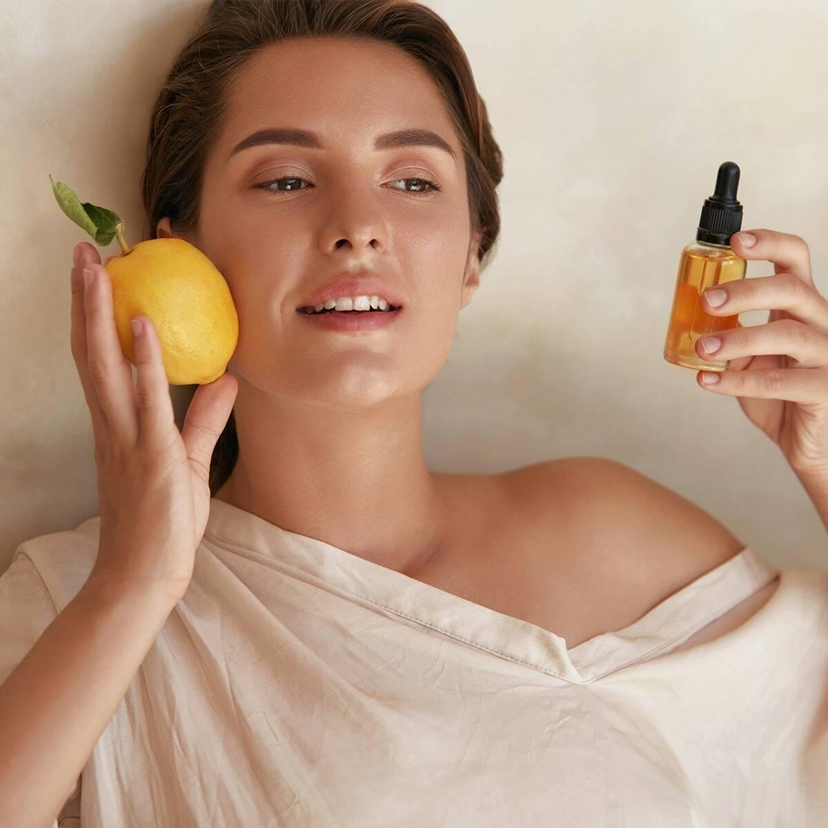 Vitamina C și beneficiile pe care le are pentru ten. Motivul pentru care un serum cu această substanță este esențial