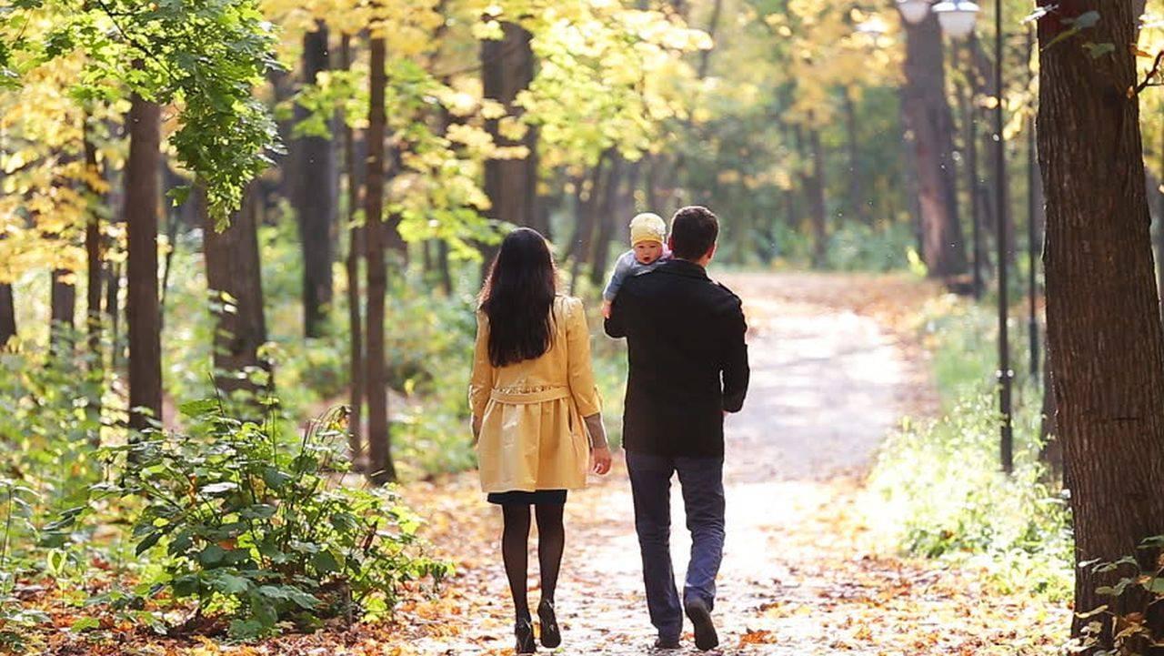 Top cele mai frumoase activități de familie pe care să le faci toamna cu copilul tău