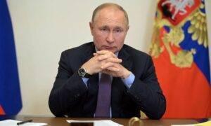 Angajații ruși vor rămâne o săptămână acasă. Numărul mare de cazuri și decese l-au făcut pe Putin să-și dea acordul