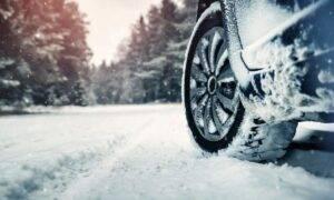 Sezonul rece a început! Poliția Română anunță de când devin obligatorii anvelopele de iarnă