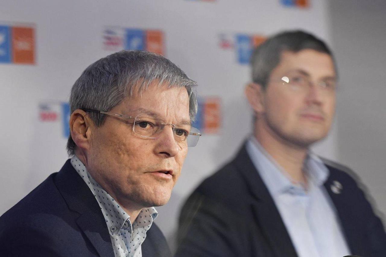 Membrii USR PLUS au decis. Dacian Cioloș, noul președinte. Diferența dintre el și Barna a fost de doar 695 de voturi