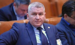 """Florin Roman, ales președinte interimar al Camerei Deputaților. Cum explicat USR că a votat  """"pentru"""""""