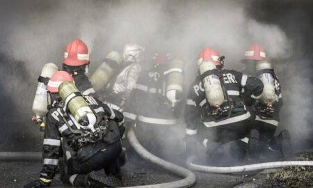Chiar acum! Incendiu puternic la o mănăstire din Agigea. Intervin de urgență zeci de pompieri