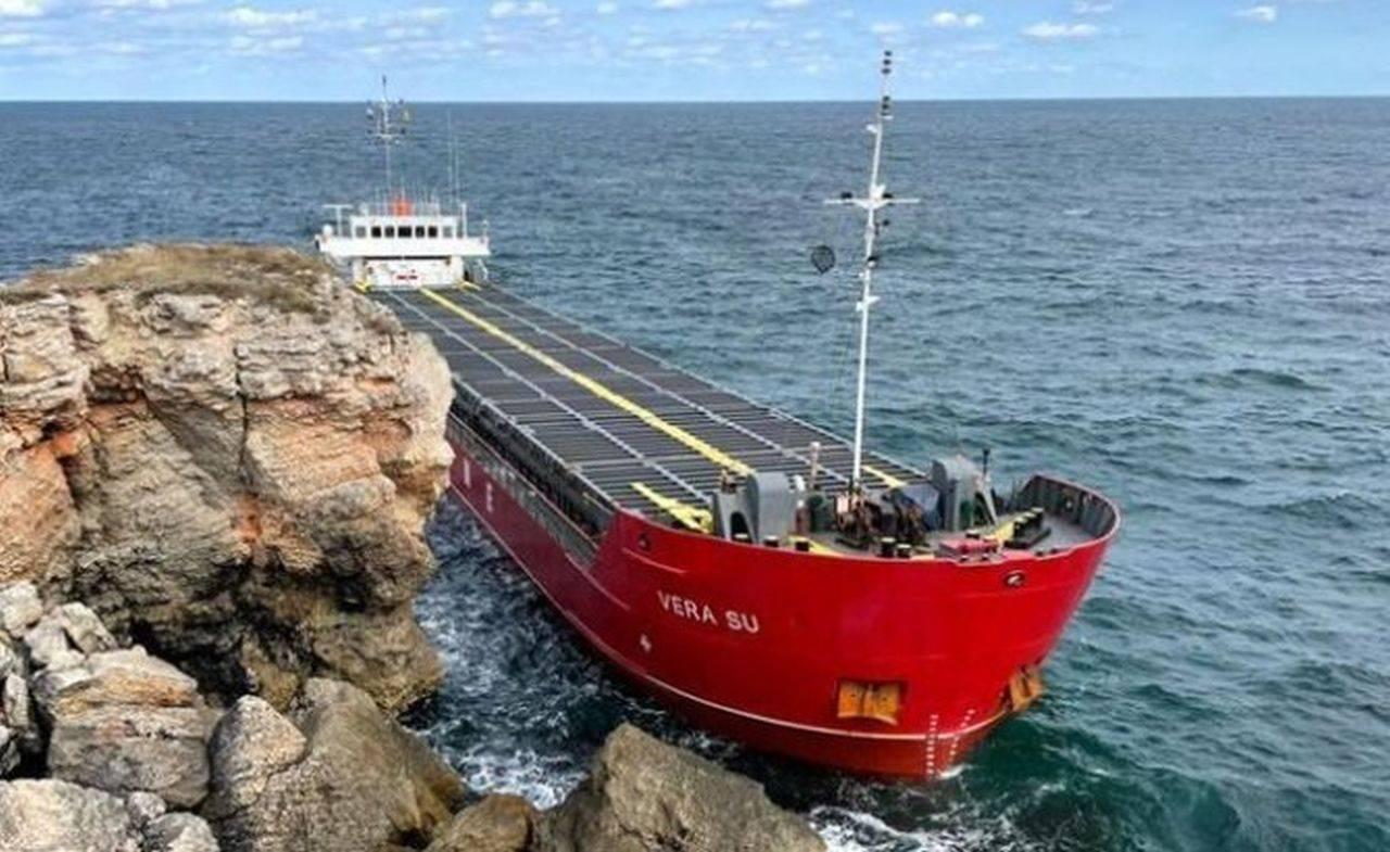 Marea Neagră este în pragul unui dezastru ecologic! 3.000 de tone de uree ajung în apă, din cauza unei nave scufundate