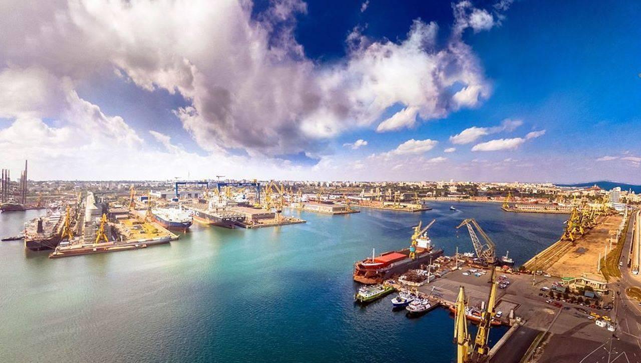Natura se dezlănțuie astăzi! Porturile din Constanța au fost închise în regim de urgență, din cauza vântului puternic