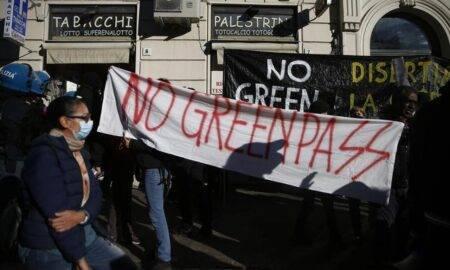 Mii de italieni au ieșit în stradă. Principala nemulțumire: certificatul verde obligatoriu pentru toți angajații