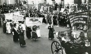 23 octombrie: 106 ani de la protestul sufragetelor. 25.000 de femei și-au cerut drepturile