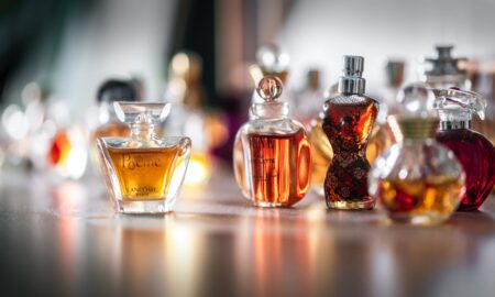 Iată cele 5 parfumuri cu fundiță pe care orice femeie trebuie să le încerce cel puțin o dată. Care e preferatul tău?