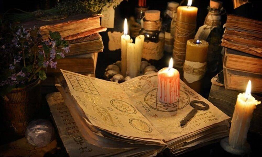 """Patru """"vrăjitori"""" din Ploiești pretindeau că au har divin și că pot salva lumea. Ce le spuneau aceștia oamenilor"""