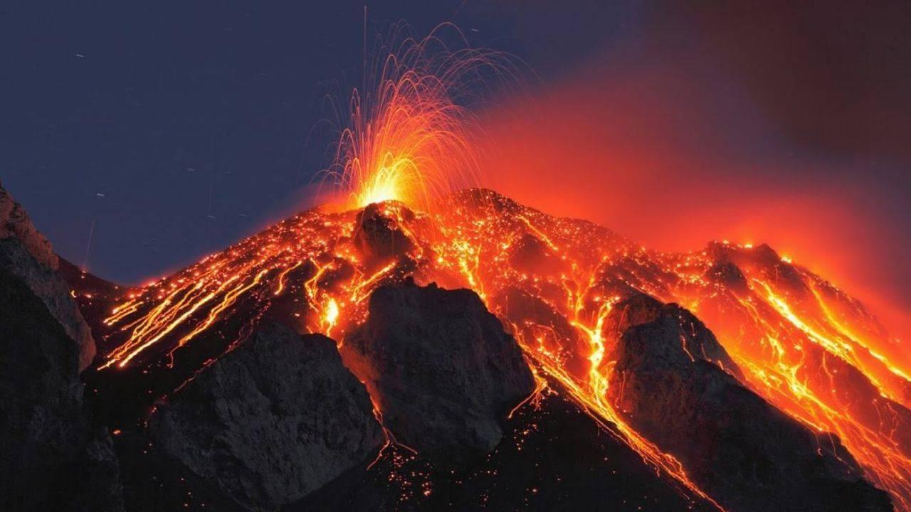 Lava vulcanului Cumbre Vieja a distrus o fabrică de ciment și a izolat în case 3000 de oameni